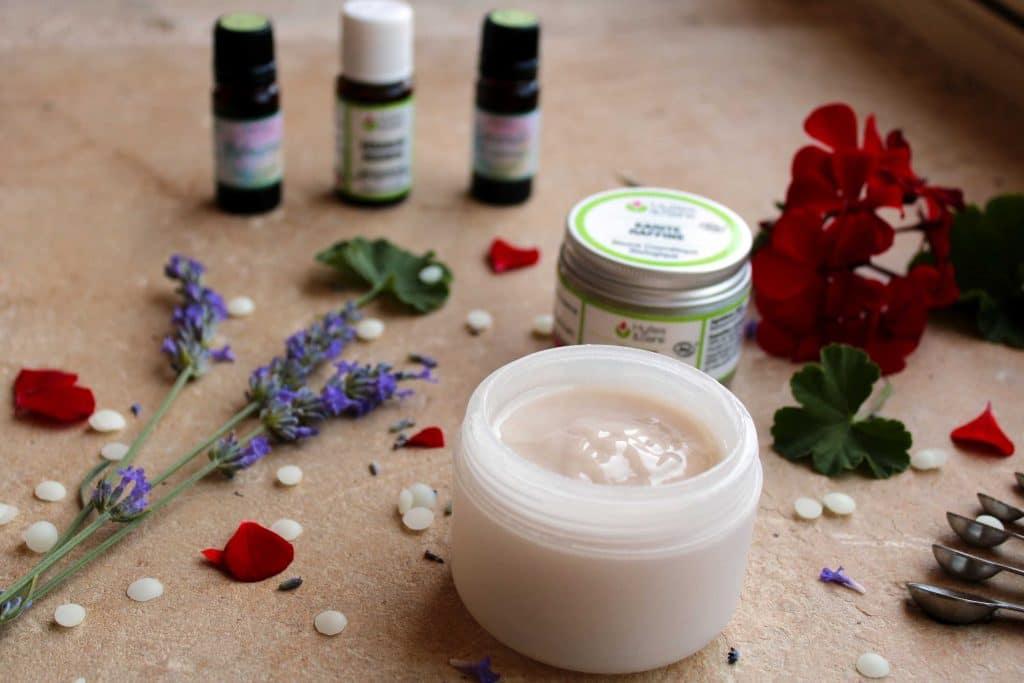 Déodorant maison, huiles essentielles et fleurs