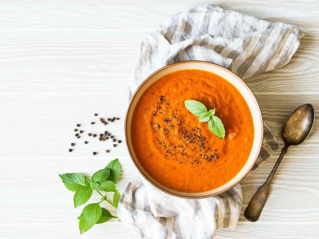 Bol de soupe à la tomate